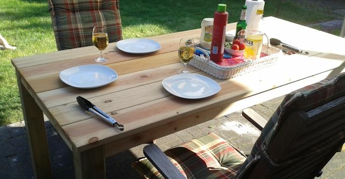 TerrassenUberdachung Holz Selbst Bauen ~ Gartentisch selber bauen für unter 100 Euro  Anleitung